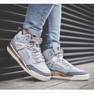 Jordan . Spizike Wolf Grey Sneakers